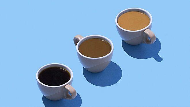 Để giảm cân hiệu quả, bạn nên uống cà phê nóng không thêm đường hay sữa.