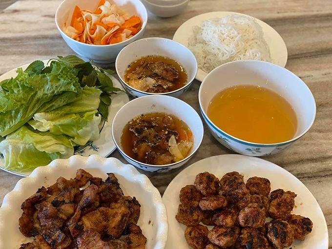 Món bún chả thành phẩm của Tin Nguyễn sau vài tiếng đứng bếp.