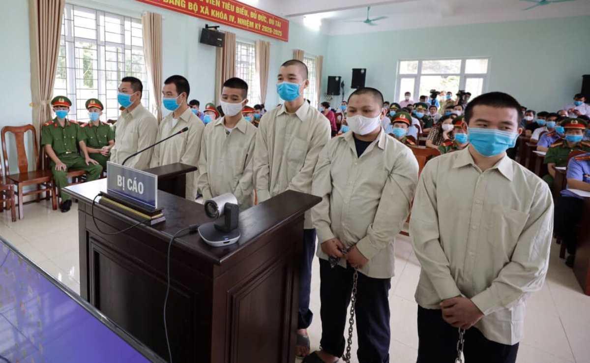 Các bị cáo trong phiên xử hôm nay. Ảnh: Bình Minh