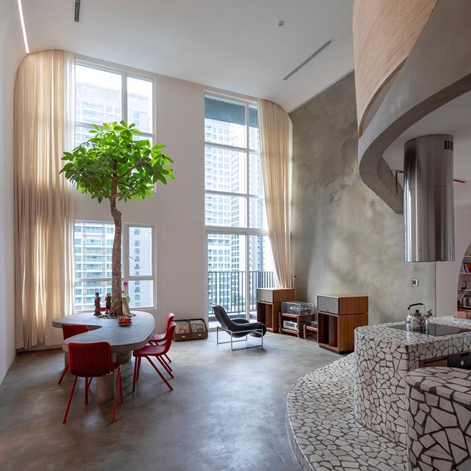 Căn hộ thông tầng tại TP HCM có tổng diện tích 200 m2, được hoàn thiện năm 2019 bởi Whale Design Lab. Công trình được đặt tên là Mài, là thử nghiệm của nhóm kiến trúc sư (KTS) mang kiến trúc hiện đại vào thiết kế nội thất của căn hộ đương đại. Gia chủ quan tâm đến ý tưởng kiến trúc hiện đại và sự chuyển đổi của nó từ ngôn ngữ phương Tây sang môi trường sống nhiệt đới ở Việt Nam.