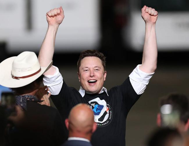 Elon Musk trong buổi ra mắt tàu vũ trụ Crew Dragon vào ngày 30 tháng 5. Ảnh: Bloomberg.