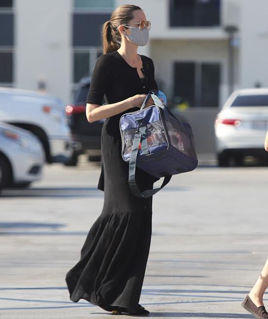 Vào tuần này, Angelina Jolie sẽ bận rộn đi quảng bá phim mới. Bộ phim thiếu nhi One and Only Ivan mà Angelina lồng tiếng sẽ được chiếu trên kênh Disney + vào giữa tháng 8.