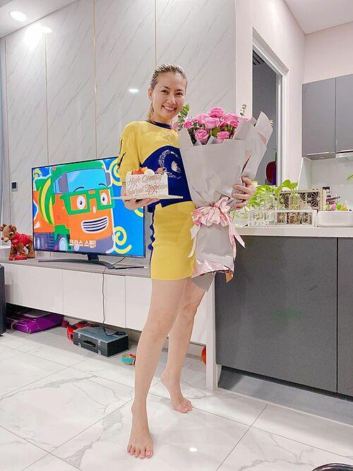 Diễn viên Ngọc Lan được hai người em thân thiết tổ chức sinh nhật sớm vì sợ thời gian sau sẽ giãn cách xã hội.