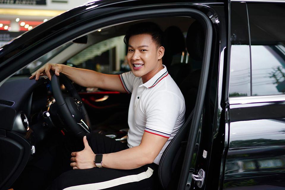 Đôi tình nhân từng sở hữu một chiếc xe khác cách đây 5 năm. Thanh Tú thường đảm nhận lái xe, đưa Don Nguyễn đi diễn.
