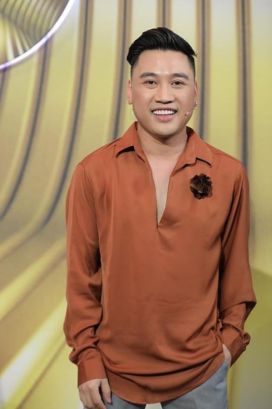 Don Nguyễn từ Mỹ về Việt Nam hoạt động từ năm 2010, với vai trò ca sĩ, diễn viên. Anh nổi tiếng với phong cách vui nhộn, hài hước.