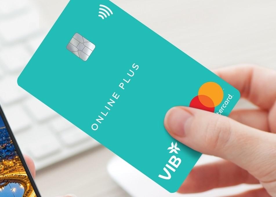 Thẻ tín dụng Online Plus có nhiều tính năng phù hợp mua sắm trực tuyến.