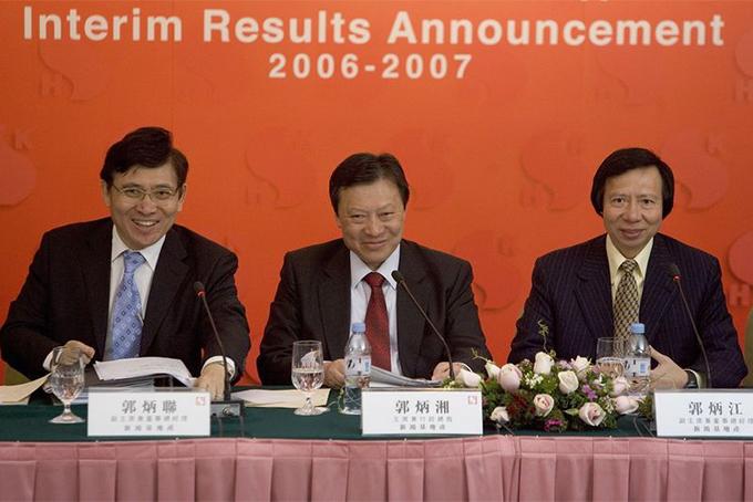 Ba con của nhà sáng lập Kwok Tak-seng (từ trái sang): Raymond Kwok, Walter Kwok và Thomas Kwok - thế hệ lãnh đạo thứ hai của tập đoàn bất động sản Sun Hung Kai vào năm 2007. Ảnh: Bloomberg.