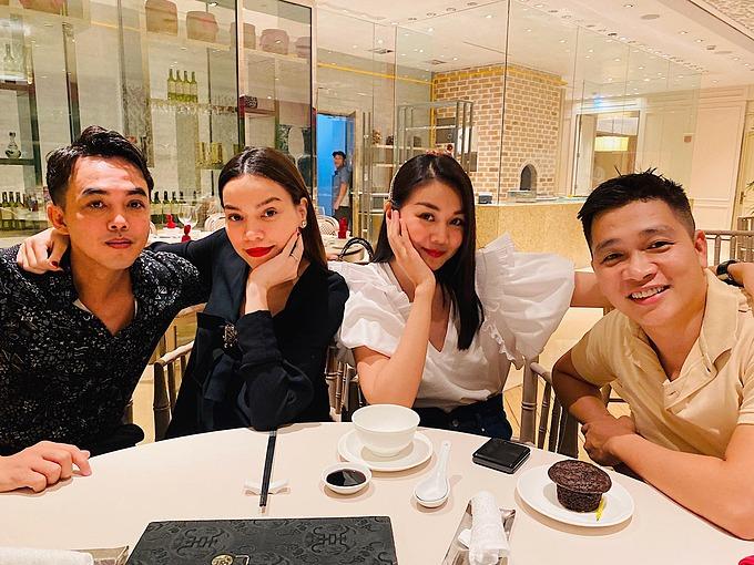 Hồ Ngọc Hà gặp gỡ, mừng sinh nhật muộn siêu mẫu Thanh Hằng.