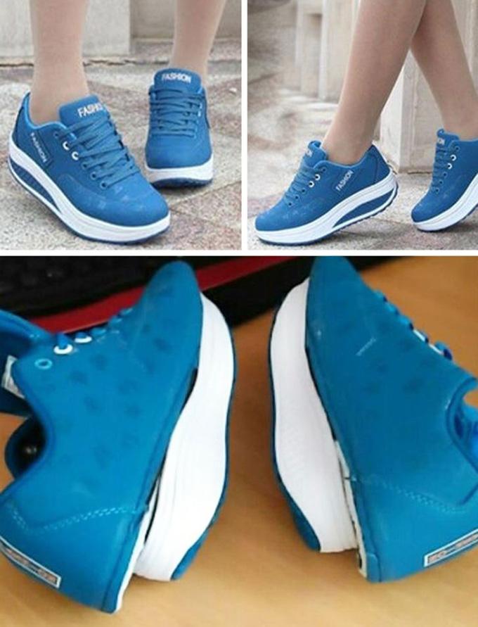 Phần đế kỳ quặc của đôi giày khiến người mua giật mình.