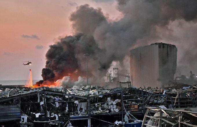 Cảnh tượng hoang tàn tại nhà kho gần bến cảng tại thủ đô Beirut.