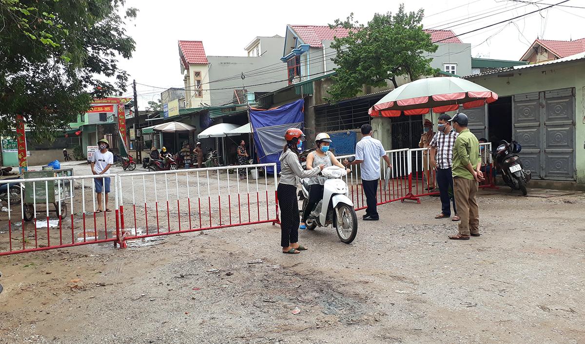 Tuyến đường 4C qua phố Nam Bắc, phường Quảng Vinh, TP Sầm Sơn được phong toả sáng nay.
