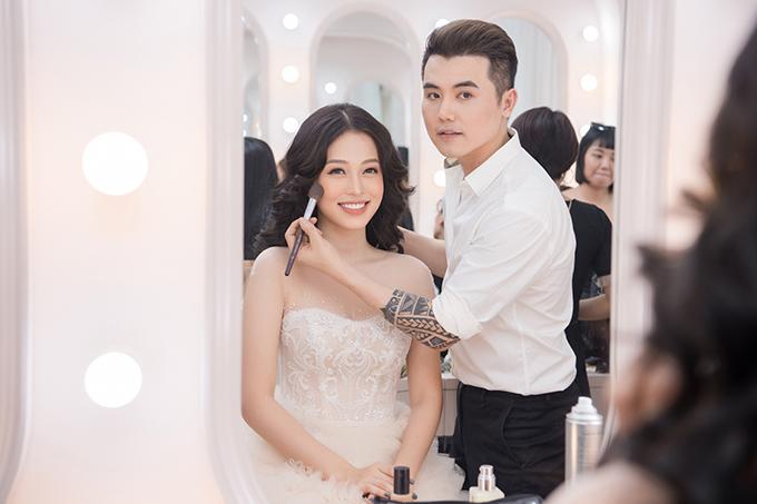 John Kim chính là người đồng hành với Phương Nga trong cuộc thi Hoa hậu Việt Nam 2018.