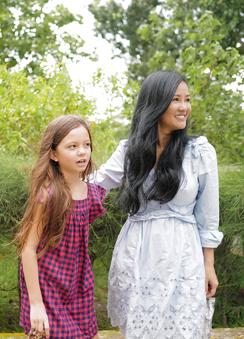 Nữ ca sĩ thấy các con biết nghe lời hơn khi sống ở khu cách ly. Cô coi đây là trải nghiệm đặc biệt và đáng quý, giúp Tôm và Tép trưởng thành hơn.