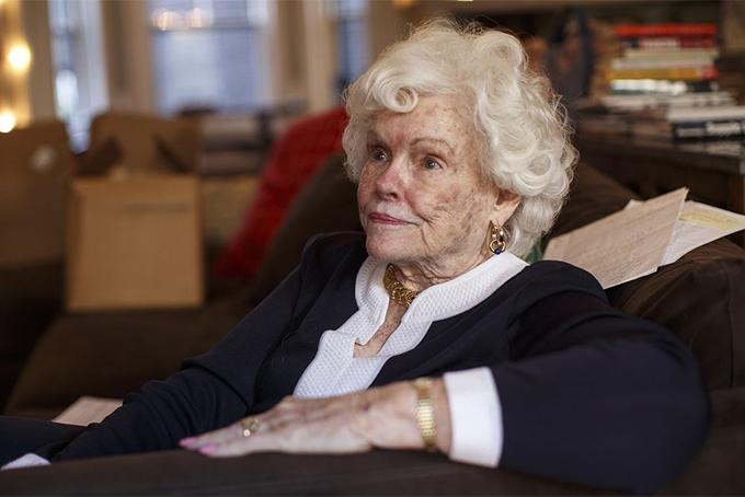 Bà Doris Buffett, chị gái của huyền thoại đầu tư Warren Buffett. Ảnh: The Boston Globe.
