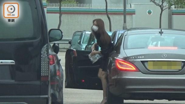 Lại Kỳ Viện được xe sang đưa đón tới địa điểm đài TVB.