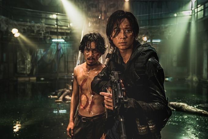 Kang Dong Won đóng chính phim Peninsula.
