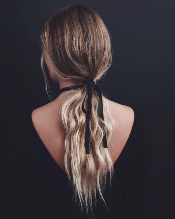 Hay biến tấu với chun buộc tóc.