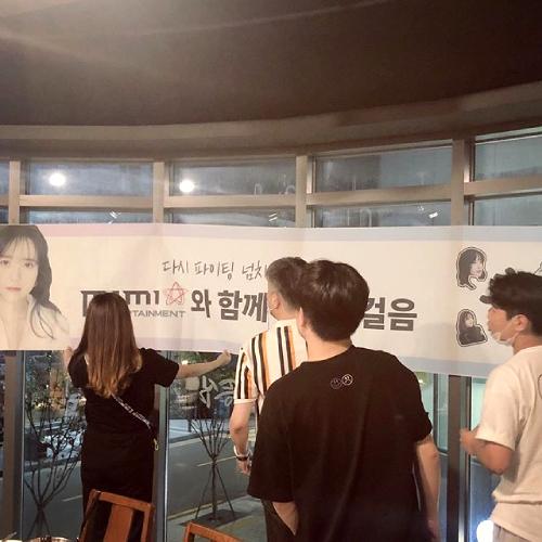 Nữ diễn viên được chào đón tại ngôi nhà mới.