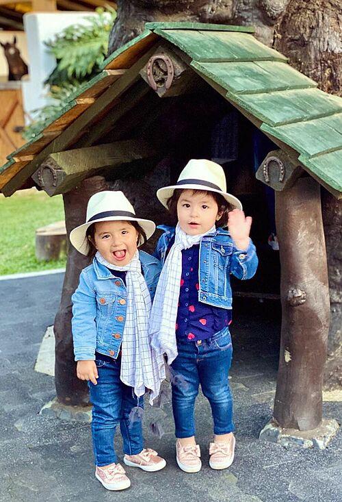 Sofia và Sara trong chuyến du lịch gần đây tới Colombia.