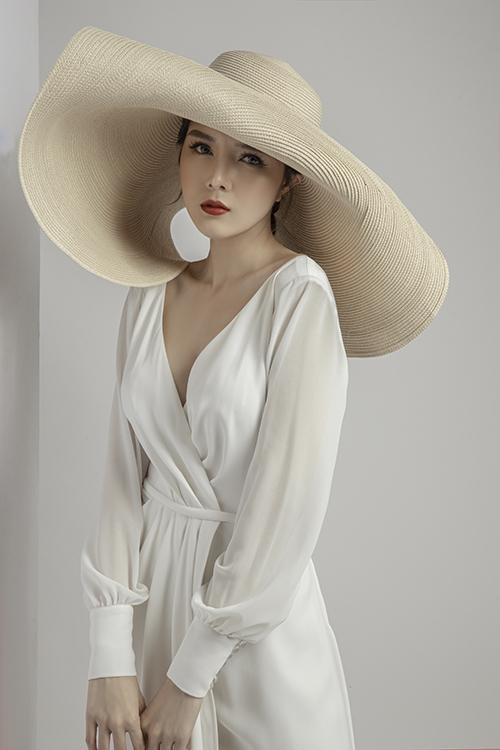 Bộ ảnh được thực hiện bởi trang phục: Canary Bridal, photo: Trương Quý Trung, makeup: Trinh Nguyễn.