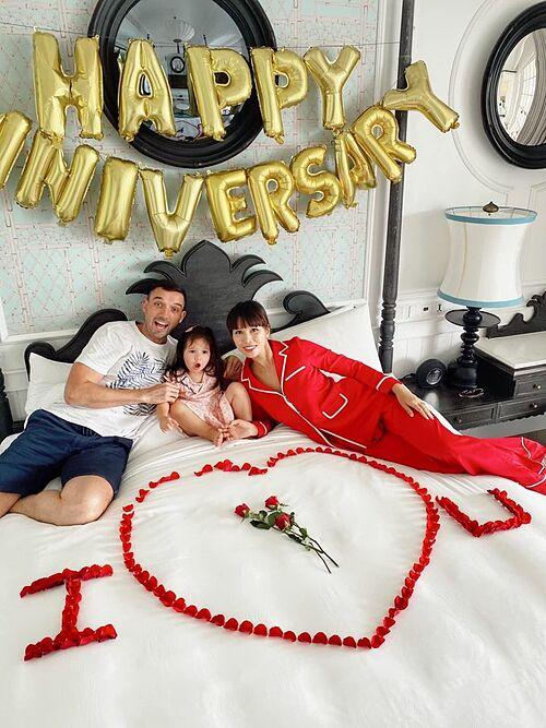 Vợ chồng Hà Anh mừng kỷ niệm 4 năm ngày cưới bên con gái Myla tại một resort nổi tiếng ở Phú Quốc.