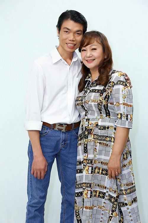 Chị Oanh phải lòng anh Tuấn bởi nụ cười rạng rỡ ngay lần đầu gặp mặt.