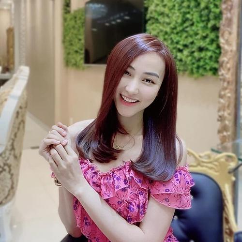 Diễn viên Ngân Khánh tươi trẻ với kiểu tóc mới.