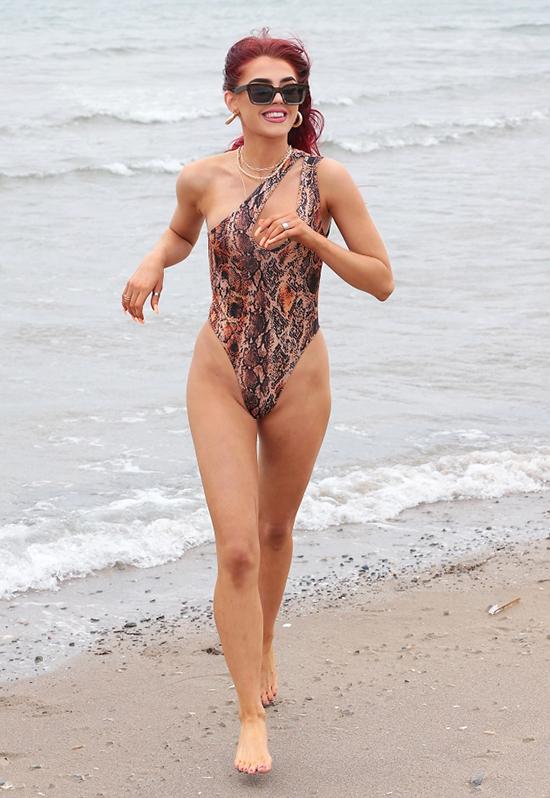 Đồ bơi họa tiết động vật được loạt mỹ nhân lăng-xê - 6