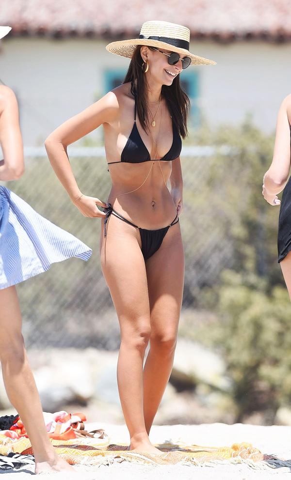 Loạt bikini mặc như không của người đẹp Gone Girl - 6