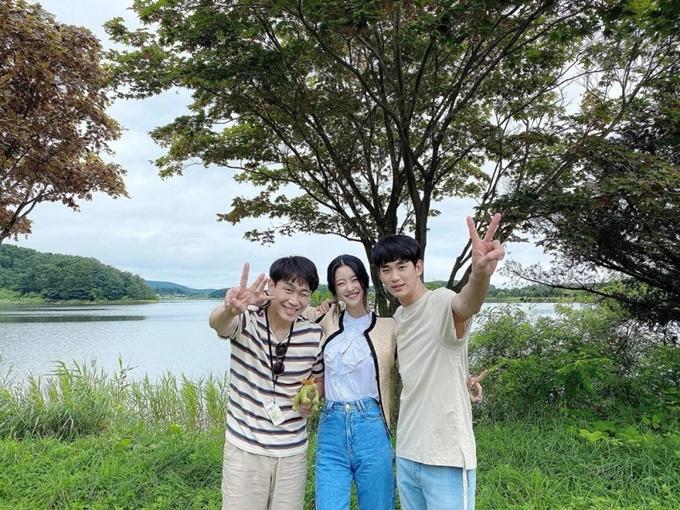 Ba diễn viên chính trong ngày quay cuối của Điên thì có sao: Oh Jung Se, Seo Ye Ji, Kim Soo Hyun (từ trái qua).