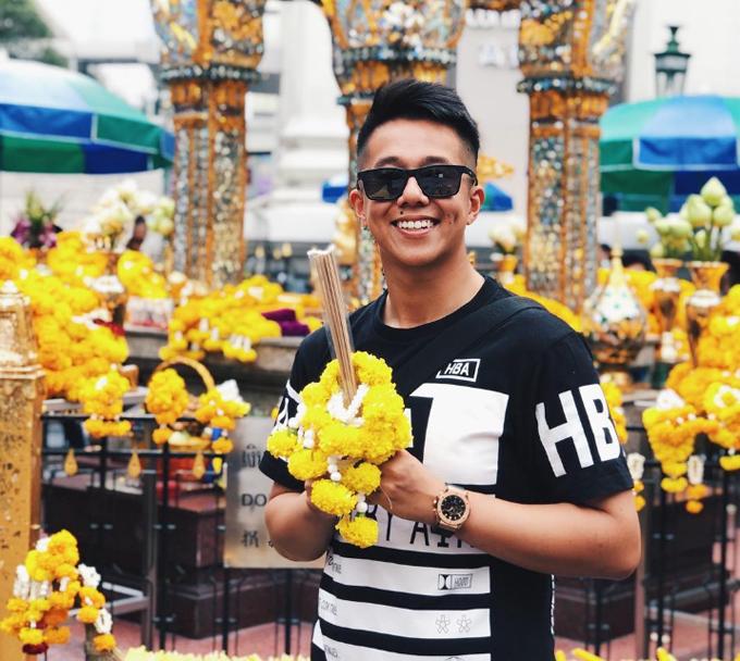 Trên trang cá nhân, Matt Liu thường xuyên chia sẻ hình ảnh đời thường cùng gia đình. Năm 2015, chàng CEO tới thăm đền Erawan ở thủ đô Bangkok cùng mẹ. Ngôi đền tọa lạc ngay trung tâm thành phố, là nơi được nhiều du khách và dân địa phương tới tham quan và cầu an mỗi ngày.