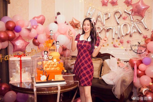 Song Hye Kyo Trung Quốc được tặng hoa hồng khổng lồ