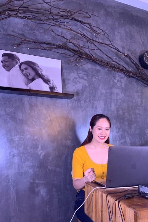 Giữa dịch, các lớp học nghệ thuật do Thanh Thúy mở phải tạm nghỉ. Thay vào đó, cô tổ chức dạy diễn xuất và một số kỹ năng trực tuyến.