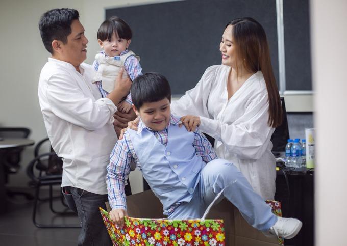 Đạo diễn - diễn viên Đức Thịnh cho biết đại dịch gây ra cho công ty riêng của vợ chồng anh một số khó khăn trong làm phim và kinh doanh. Tuy nhiên, anh cùng bà xã Thanh Thúy giữ tinh thần tích cực. Hiện tại, họ tạm gác lại một số kế hoạch công việc, chuẩn bị kỹ hơn cho các dự án và dành thời gian cho hai con trai.