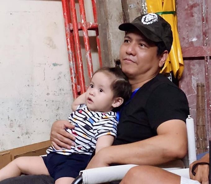 Cu Tết được mẹ Thanh Thúy đưa tới phim trường thăm ba Đức Thịnh vào cuối tháng 6.