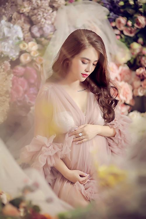 Những tháng đầu của thai kỳ, Claret Giang Lê bị nghén nặng. Chị không ăn được gì nhiều vì sợ tất cả các mùi.