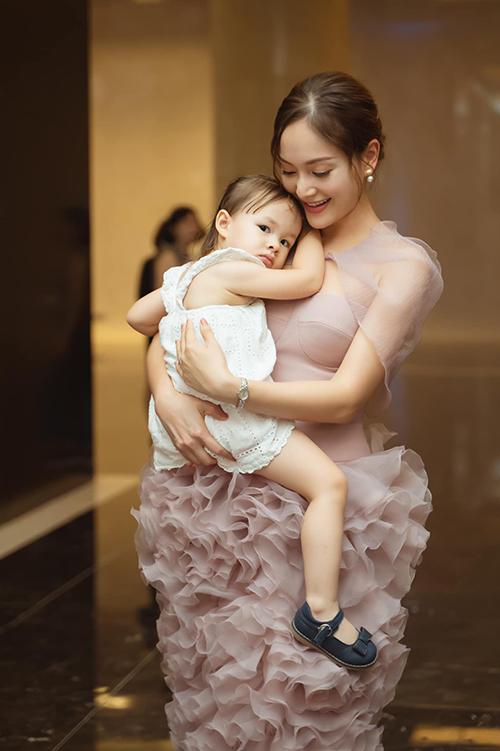 Lan Phương và con gái Lina Linh.