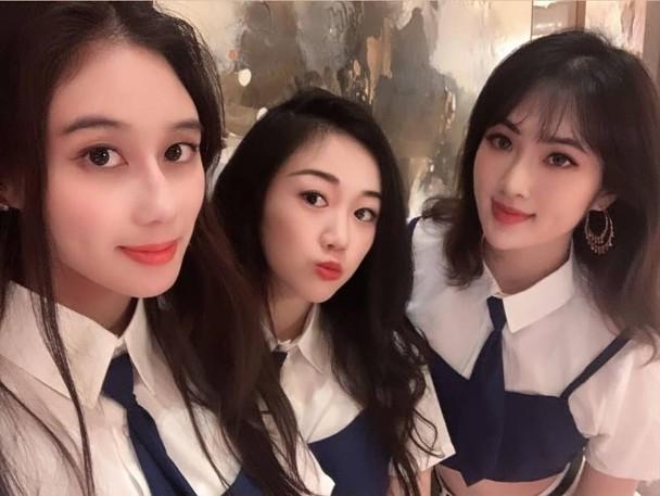 Ba cô gái cùng biểu diễn trong một đêm sinh nhật gần đây.