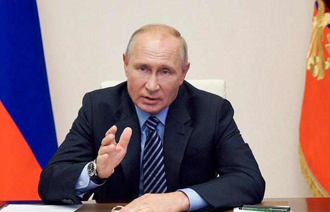 Tổng thống Nga Vladimir Putin trong cuộc họp chính phủ hôm 11/8. Ảnh: AP.