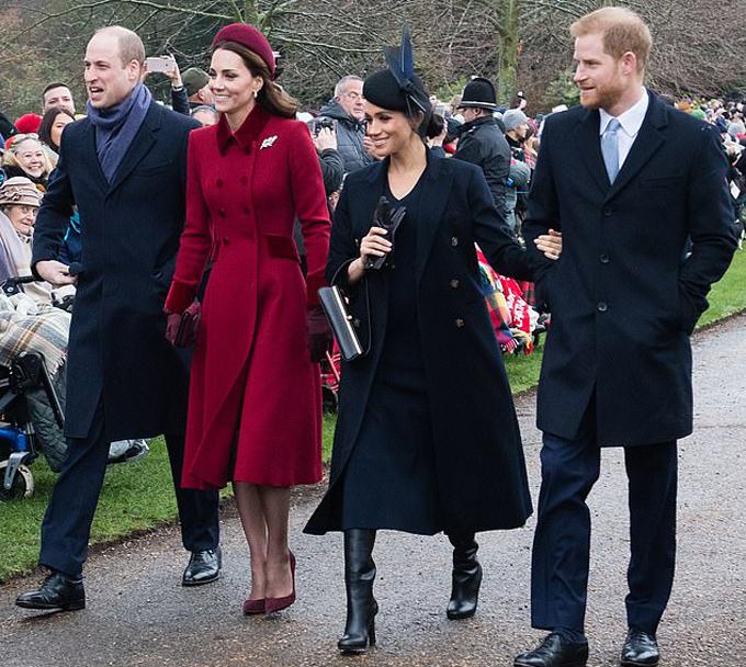 Hai cặp vợ chồng hoàng gia trong hoạt động mừng Giáng sinh năm 2018. Ảnh: Samir Hussein.