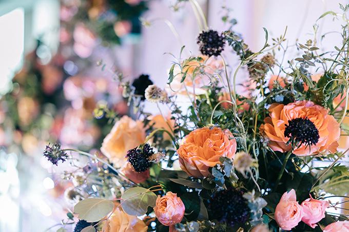 Những đoá hoa được ekip florist cắm theo phong cách tự nhiên và phóng khoáng.