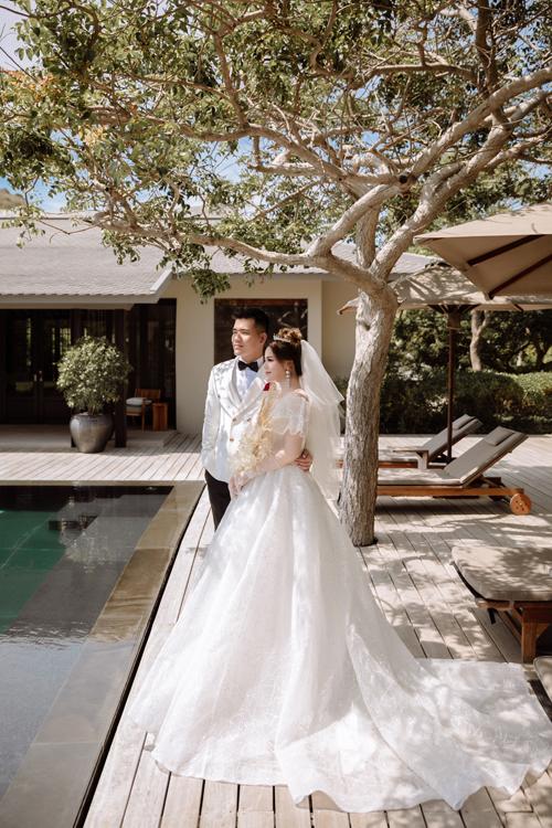 Một điểm đáng lưu ý khi chụp hình ngoài trời là cô dâu, chú rể nên vừa chụp vừa nghỉ, chụp ảnh dưới bóng mát để tránh say nắng, biểu cảm gương mặt tự nhiên.