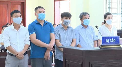 Các bị cáo tại phiên xử sơ thẩm hôm 12/8.