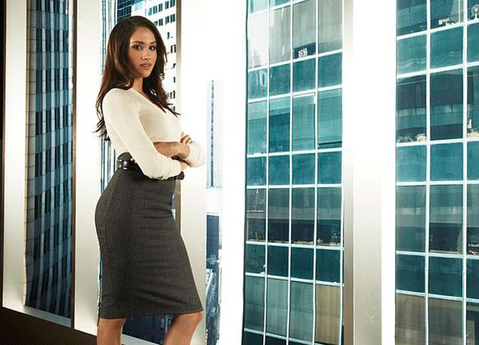 Meghan khi đóng vai Rachel Zane của phim Suits. Ảnh: NBCU.