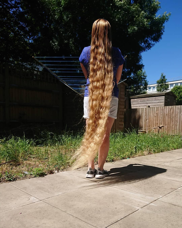 Mái tóc của Malgorzata hiện dài 157 cm.
