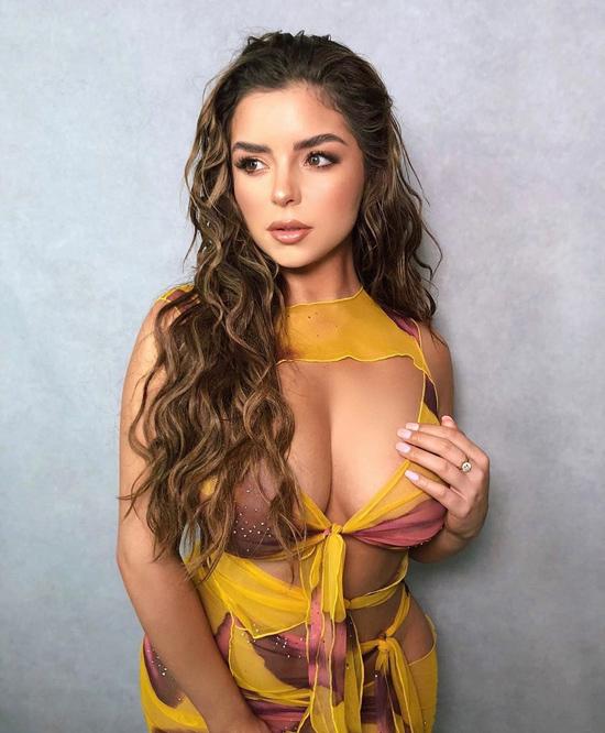 Bản sao Kylie Jenner diện váy khoe ngực khủng - 10