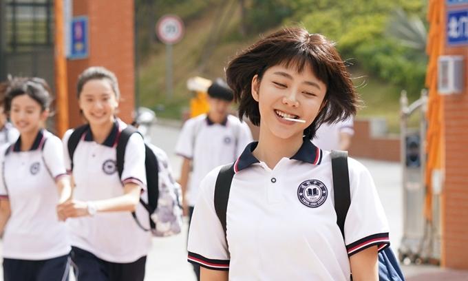 Đàm Tùng Vận đóng vai Lý Tiêm Tiêm 16 tuổi.