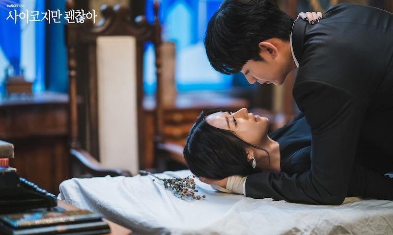 Kim Soo Hyun và Seo Ye Ji trong tập cuối Điên thì có sao.