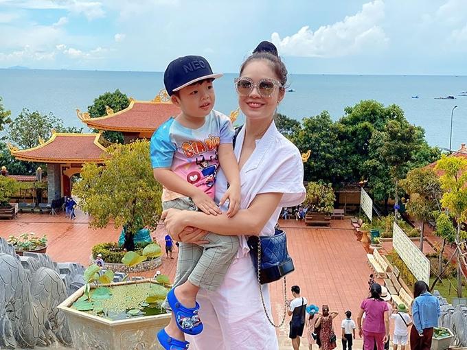 Cuối tháng 7, hai mẹ con cùng gia đình bên ngoại đi nghỉ ở Phú Quốc.