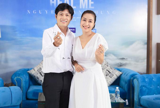 Nữ diễn viên đánh giá album Heal me của Nguyễn Văn Chung rất ý nghĩa, đặc biệt với những người đang chịu đựng nỗi buồn và những căng thẳng khó giải toả trong cuộc sống. Ốc Thanh Vân thấy dễ ngủ, tâm hồn an yên hơn khi nghe sản phẩm này mỗi đêm.